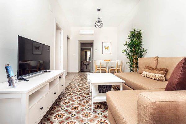 203-roomy-salon
